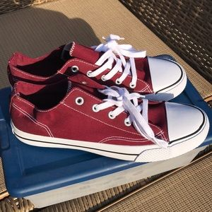 Converse/airwalks maroon shoes NWTS size 11 ❤️